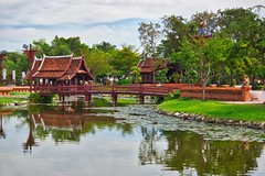 Wooden bridge in Muang Boran open air museum in Samut Phrakan, Thailand (UweBKK (α 77 on )) Tags: wood wooden bridge water reflection park garden open air museum history historical muang mueang boran ancient city siam trees green clouds samut phrakan province thailand southeast asia sony alpha 77 slt dslr