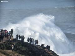 There are always people waiting for the big waves - Praia do Norte, Nazaré (luismcb79) Tags: nazare nazaré bigwave onda praia beach sea surf surfing