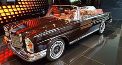 "Mercedes-Benz 280 SE 3.5 Cabriolet (W111) – ""Concours Edition"" (Jac Hardyy) Tags: mercedesbenz 280 se cabriolet cabrio convertible concours edition car cars oldtimer old classic antique auto autos red brown redbrown rot braun rotbraun dunkelrotbraun"