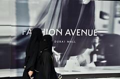 Dubai, January 2018 (Waldek Przybylek) Tags: covered arabwomen dubaj dubai emirates emiraty