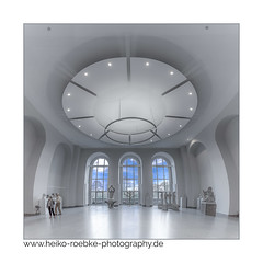 Blick in's Blaue / look into the blue (H. Roebke) Tags: canon1635mmf28lisiii de 2017 color farbe quadrat museum panorama hannover architecture architektur landesmuseum canon5dmkiv lightroom germany