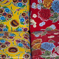 Banquettes aux bouquets (Gerard Hermand) Tags: 1802111844 gerardhermand france paris canon eos5dmarkii formatcarré groundcontrol banquette bench fleur flower jaune yellow rouge red