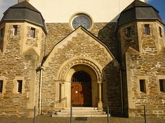 Eingangsportal Wittlicher Synagoge (Jörg Paul Kaspari) Tags: wittlich synagoge ehemalige wittlicher eifel moseleifel eingang eigangsportal portal taube friedenstaube rundfenster