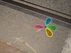 1022 (en-ri) Tags: girandola sony sonysti giallo azzurro rosa verde asfalto