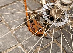 Derailleur Gears (Hindrik S) Tags: versnelling fiets bicycle bike fahrrad rad velo fyts speaken spaken spokes speiche rust rusty ruost roest roestig ruostich rustich kamrêd tandwiel gearwheel detail sonyphotographing sony sonyalpha a57 α57 slta57 2018 sony1650mmf28dtssm sal1650