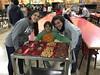 Cena en Ángeles Urbanos - Avanza ONG (Avanza ONG) Tags: navidad cenasdenavidad voluntariado ángeles familias solidaridad solidarios regalos navidadparatodos alimentos gente avanzaong alegría dignidad avanza ong cena niños madrid vallecas nacimiento 2017