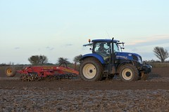 New Holland T7.185 Tractor with a Vaderstad Rexius Twin 330 Furrow Culitvator (Shane Casey CK25) Tags: new holland t7185 tractor vaderstad rexius twin 330 furrow culitvator cnh nh blue shannagarry newholland traktori traktor trekker tracteur trator ciągnik sow sowing set setting drill drilling tillage till tilling plant planting crop crops cereal cereals county cork ireland irish farm farmer farming agri agriculture contractor field ground soil dirt earth dust work working horse power horsepower hp pull pulling machine machinery grow growing nikon d7200