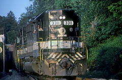 Southern SD40-2 3311 (Chuck Zeiler) Tags: sou sr southernrailway sd402 3311 railroad emd locomotive duncan train philragland chz people
