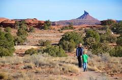 Roadside Ruin Trail (Joe Shlabotnik) Tags: proudparents nationalpark utah sue hiking 2017 canyonlands everett november2017 canyonlandsnationalpark afsdxvrzoomnikkor18105mmf3556ged