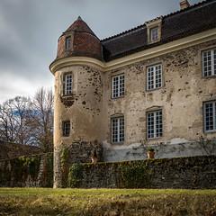 La tour est (S@ndrine Néel) Tags: château castel châteaudegoutelas loire marcoux auvergnerhônealpes néelsandrine