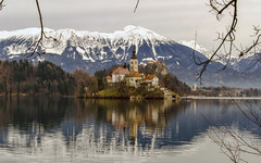 L'isola di Bled (Fil.ippo) Tags: bledisland lakebled lago isola bled slovenia winter inverno acqua water filippo filippobianchi nikon d7000 mountain montagne snow neve castle castello reflection riflesso