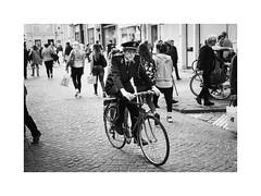 Bruges streets (gerritdevinck) Tags: brugge bruges gerritdevinckfotografie gerritdevinck straatfotografie street streetphotography streets streetshots streetlife streetstyle belgium belgie westvlaanderen zwartwit zwartwitfotografie bw blackandwhite blackandwhitephotography monochrome documentary