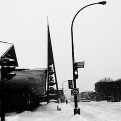 L'heure de mon café, bien au chaud... (woltarise) Tags: montréal rosemont église intersection neige hiver poudrerie streetwise