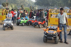On your marks... (notFlunky) Tags: india christmas new year sub continent gate delhi cars vendors