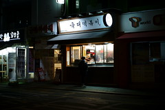 2122/1806: (june1777) Tags: snap street seoul daechidong night light sony a7ii leitz wetzlar leica summilux m 50mm f14 400 clear takeout
