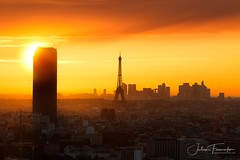 Tour Montparnasse, Tour Eiffel & La Défense, Paris (www.fromentinjulien.com) Tags: fromus75 fromus fromentinjulien fromentin flickr view exposure shot hdr dri manual blending digital raw photography photo art photoshop lightroom photomatix french francais light traitements effets effects world europe france paris parisien parisian capitale capital ville city town città cuida colocación monument history 2016 photographe photographer dslr eos canon 6d fullframe full frame ff 70200mm 70200 canonef70200mmf28l canon70200mmf28 urban travel architecture cityscape rooftop sunset coucherdesoleil tourmontparnasse toureiffel eiffeltower ladefense