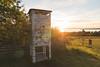 Schwedische Telefonzelle / Swedish Telphone Box (jkiter) Tags: goldenestunde availablelight schweden siljan telefonzelle skandinavien dalarna gegenlicht tällberg goldenhour scandinavia sverige sweden backlight frontlighting telephonebox