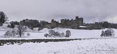 Alnwick Castle (Phil Bloxham) Tags: castle northumberland snow cold harrypotter history england