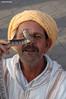 Tentando a la suerte - Marrakech (Gabriel Bermejo Muñoz) Tags: retrato portrait musulman muslim arabe arabic islam expression arab travel gabrielbermejomuñoz marrakech africa marruecos plaza place square djemaaelfnaa djemaa fna morocco maroc maghreb zoco souk souq exotic exotico jemaaelfna bereber medina aguador color colorido colorful colours islamico islamic islamist islamista gente people arabicpeople islamicpeople muslimpeople serpiente snake expressive gentedelmundo peopleoftheworld encantadordeserpientes charmer snakecharmer charming