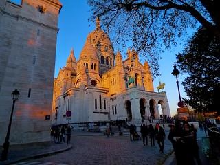 P1380082  PARIS ,MONTMARTRE  ,sur la butte ,  basilique du sacré coeur   18eme