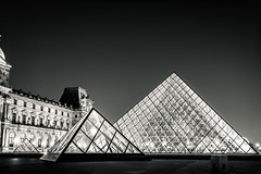 Pyramides (lyrks63) Tags: pyramides pyramids louvre museedulouvre paysage paris france europe architecture art noirblanc blackandwhite blackwhite canon canoneos canon700d canon700 eos700d eos eos700 700d