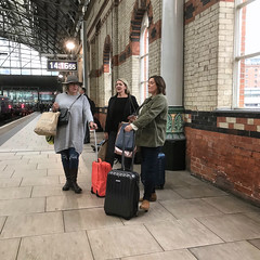 Fellow Traveller 006 (Peter.Bartlett) Tags: manchester england unitedkingdom gb streetphotography colour urban iphone7 snapseed piccadilly station platform people women candid travellers hat case bag