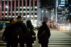 1944/1721 (june1777) Tags: snap street seoul euljiro crosswalk tourist night light bokeh sony a7 leitz wetzlar leica summilux m 50mm f14 3200 clear