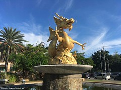 fontaine-dragon-or.-thailande© (alexandrarougeron) Tags: thailand thailande phuket plage mer ville style art vague animaux vacances ambiance paysage cadre photo souvenirs