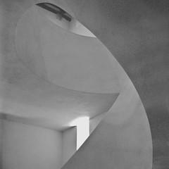 escaliers (JJ_REY) Tags: musée museum unterlinden colmar rollei superpan200 rodinal rolleiflexplanar28e epson v800 alsace france