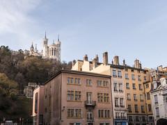 Lyon, place saint jean (Arnaud Morin) Tags: tourisme travel visite place sky couleurs colors 1635mm d750 nikon france lyon rouge