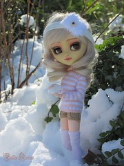 Snowball fight ? | 1 (Little Queen Gaou) Tags: pullip groove doll jun planning full custo fc artist girl snow artiste neige winter hiver battle bataille forest forêt nature photography photographie garden jardin