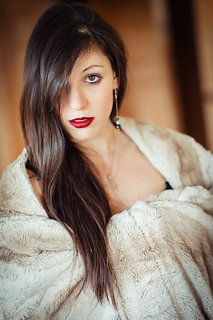 The sharpness of the 85 mm F1.8 G AFS Nikkor is absolutely amazing !  : Elodie : Portrait : Nikon D4 : Warm Winter portrait