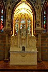 Astorga (León). Palacio Episcopal de Antonio Gaudí. Capilla. Altar (santi abella) Tags: astorga león castillayleón españa palacioepiscopaldeastorga antoniogaudí arquitecturamodernista