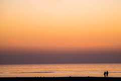 Strandspaziergang - beach walk (Ostseeman) Tags: nordsee northsea people stimmung ruhe silence