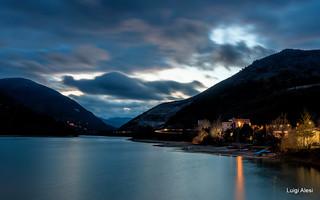 lago di Caccamo (MC) nell'ora blu