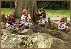 Kindergartenkinder ... (Kindergartenkinder) Tags: kindergartenkinder annette himstedt dolls annemoni milina sanrike tivi felsen wald baum