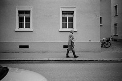 40 (gato-gato-gato) Tags: 35mm ch contax contaxt2 iso400 ilford ls600 noritsu noritsuls600 schweiz strasse street streetphotographer streetphotography streettogs suisse svizzera switzerland t2 zueri zuerich zurigo z¸rich analog analogphotography believeinfilm film filmisnotdead filmphotography flickr gatogatogato gatogatogatoch homedeveloped pointandshoot streetphoto streetpic tobiasgaulkech wwwgatogatogatoch zürich black white schwarz weiss bw blanco negro monochrom monochrome blanc noir strase onthestreets mensch person human pedestrian fussgänger fusgänger passant sviss zwitserland isviçre zurich