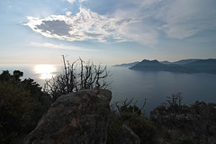 Late afternoon / Spätnachmittag (Chris Kex) Tags: landscape landschaft landschaftsfotografie coast küste clouds wolken himmel meer berg bucht abendlicht sonnenuntergang sunset
