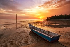 IMG_6814 ~ andai ku miliki semalam (alongbc) Tags: sundown lowtide fishingboat fishingvillage portdickson negerisembilan malaysia travel place trip cloud canon eos700d canoneos700d canonlens 10mm18mm wideangle