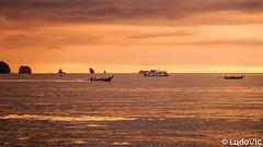 Sky is on fire (Lцdо\/іс) Tags: aonang andaman krabi travel thailande thailand thailandia thai thaïlande sky long tail boat bateau mer sunset orange golden red ski skyline