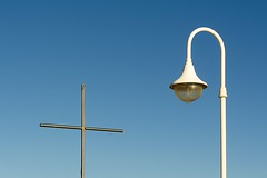 Cross and light (Jan van der Wolf) Tags: cross kruis streetlight streetlamp straatlantaarn licht lamppost simple minimalism minimal sky blue arinaga 16775
