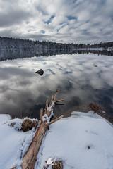 Mon beau miroir (Ben Mouleyre Photographie) Tags: auvergne auvergnerhônealpes puydedôme massifdusancy massifcentral lac lacservières reflets miroir ciel nuages neige hiver