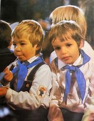 DDR Kinder,Jungpioniere,DDR Schule,DDR Pioniere (SchlangenTiger) Tags: jungpioniere jungepioniere thälmannpioniere pioniere kinder jugend freiedeutschejugend fdj gst schule schüler gdr ddr