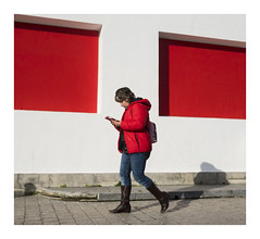 Red Red Red (oiZox) Tags: rosso red rojo streetphotagraphy arquitecture walking euskadi exterior euskalerria travelling travel young urban urbano incontri orlandoimperatore ombreeluci oldtown people photography paisvasco photo light life licht lux kultur journey joy happy human gente fotourbana depthoffield dof street shadow zox zoximage xpro2 city calle citta callejera ciudad color colour fotocallejera vizcaya viaggiare vasco