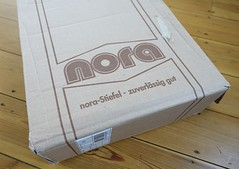Exciting delivery! (essex_mud_explorer) Tags: nora wellies wellingtons wellington boots wellingtonboots gummistiefel gumboots rubberboots rubberlaarzen bottes stivali excitement pleasure anticipation