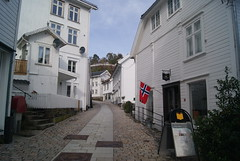 Narrow street (ak-bents) Tags: tvedestrand street gate trehus