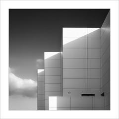 Retallada IV / Cut IV (ximo rosell) Tags: ximorosell bn blackandwhite blancoynegro bw buildings arquitectura architecture abstract abstracció llum luz light nikon nuvols nubes alicante white d750