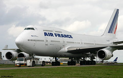 Air France Boeing 747-428 F-GITH / CDG (RuWe71) Tags: airfrance afafr groupeairfrance airfranceklm groupeairfranceklm france frenchrepublic boeing b747 boeing747 b744 b747400 b747428 boeing747400 boeing747428 fgith cn328681325 parisairport parisroissy roissycharlesdegaulle charlesdegaulleairport parischarlesdegaulle aéroportsdeparis cdg lfpg widebody winglets towtruck jumbo queenoftheskies
