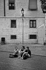 Amigues 3 / Amigas / Friends (Wizard7oz) Tags: bw blackandwhite white summer barcelona candid city life light nikon d90 people street streetlife streetphoto urban
