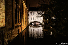 A night in Bruges (21) (Lцdо\/іс) Tags: belgique belgium brugge bruges belgie venise nord north venizia venize canaux night nightcity citytrip travel voyage oldcity old town lцdоіс tourisme touriste visit